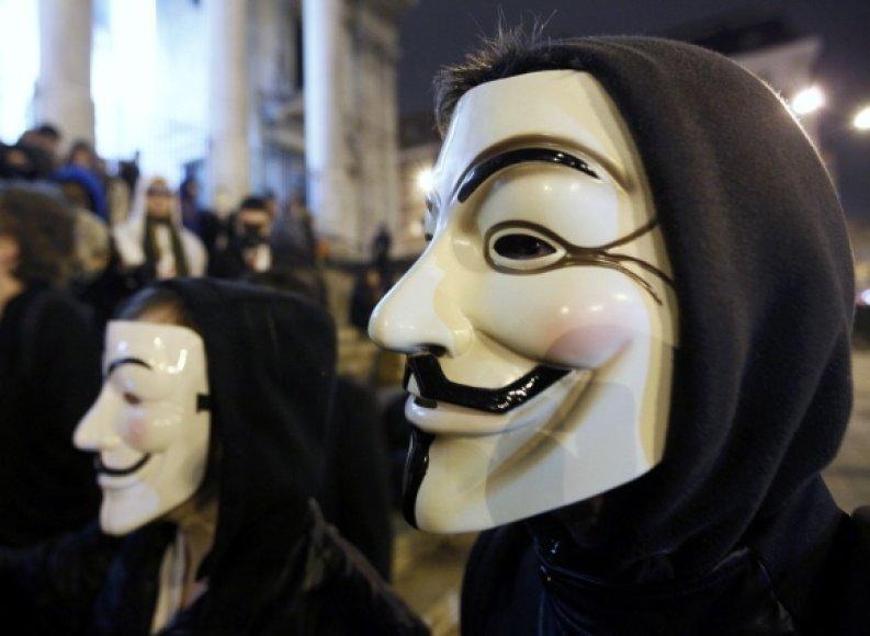 """""""Anonymous"""" grupuotės simbolis – vadinamoji Vendeta kaukė."""