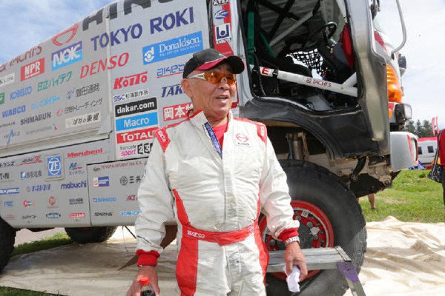 Yoshimasa Sugawara Dakaro ralyje važiuoja sunkvežimiu HINO (2014)