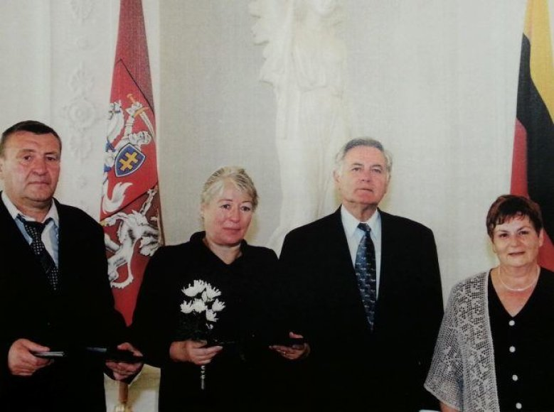 Alfonsas Babarskis ir Danutė (Babarskytė) Malakauskienė susitinka su Prezidentu. Rūta Glikman – dešinėje.