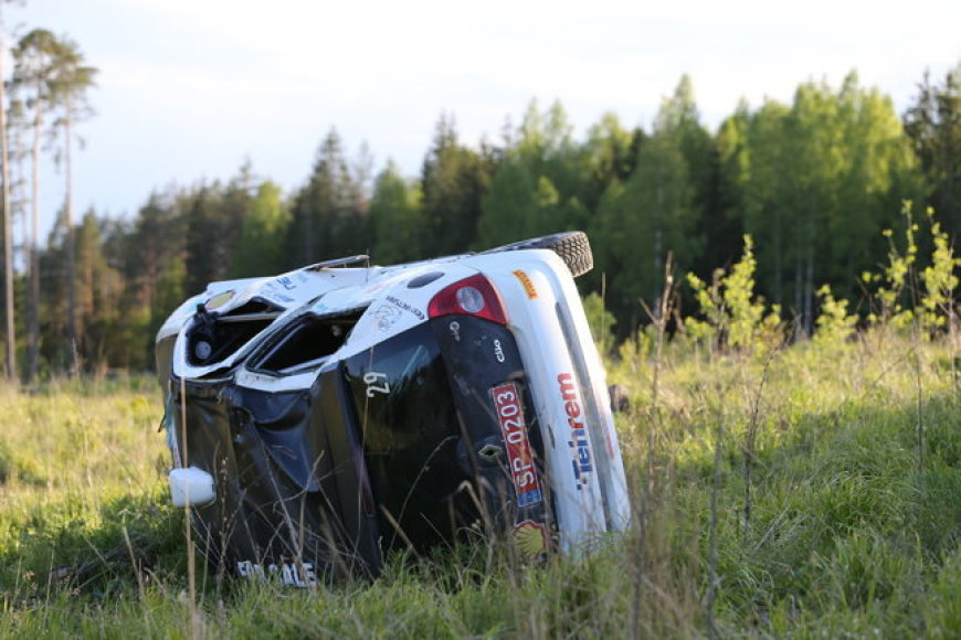 """Tragedija Estijos ralyje: nuo kelio nulėkęs """"Renault Clio"""" užmušė tris žiūrovus"""