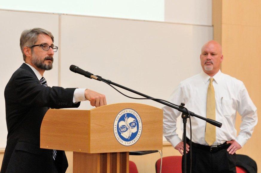 JAV aplinkosaugos ekspertai Kurtas Klapowskis (kairėje) ir Scottas Perry surengė paskaitą VGTU.