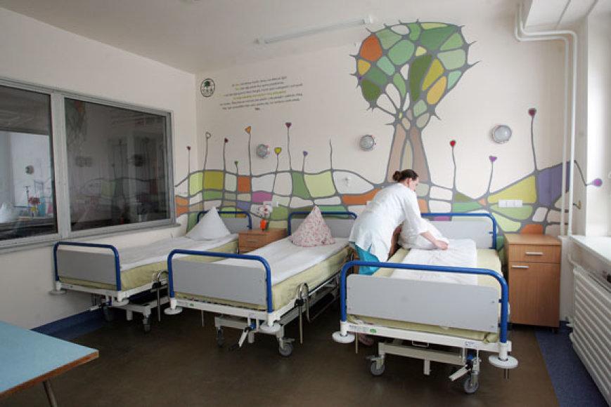 Ilgus mėnesius ligoninėje praleidžiantys vaikai naujose palatose jausis linksmiau