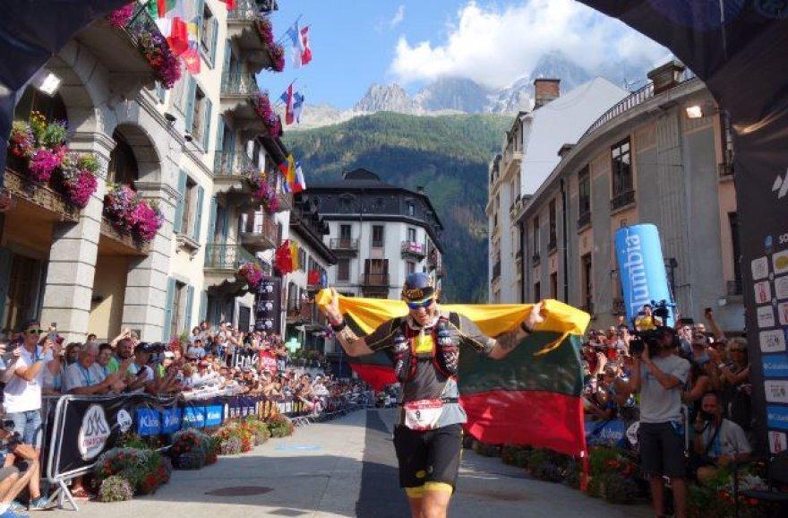 Gediminas Grinius finišuoja bėgime aplink Monblaną