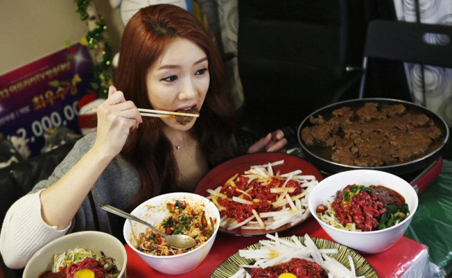 Korėjietė Park Seo-Yeon uždirba tūkstančius valgydama prieš kamerą