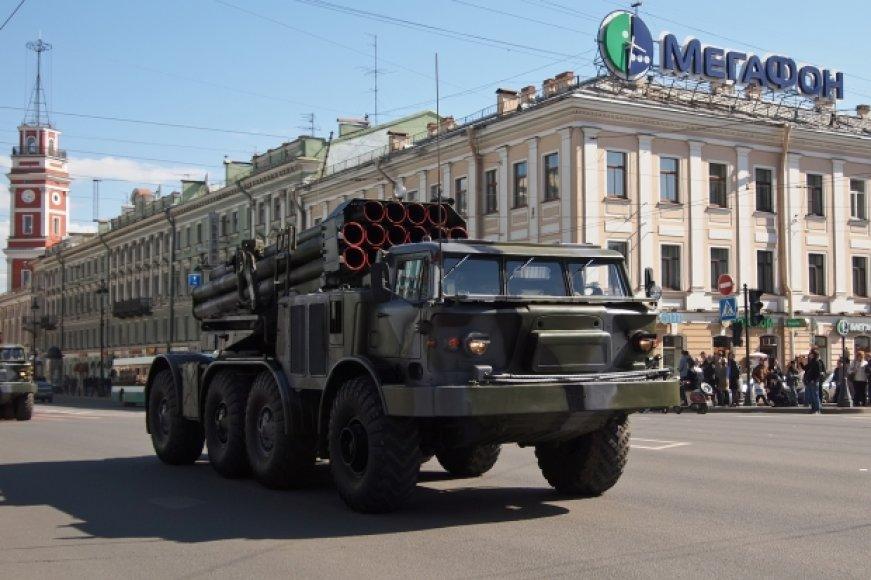 Rusiška karinė technika keliauja per Krymą