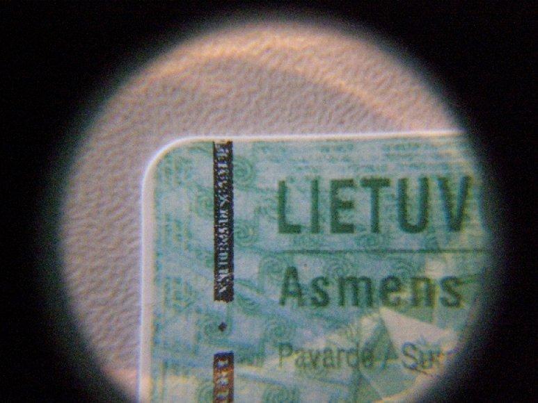 Padirbtos asmens tapatybės kortelės fragmentas