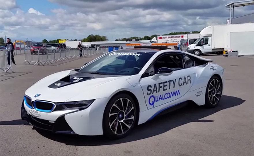 BMW i8 saugos automobilis