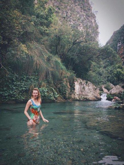 Sauliaus Baradinsko nuotr./Maudynės kalnų upelyje. Klaikiai geliantis vanduo!