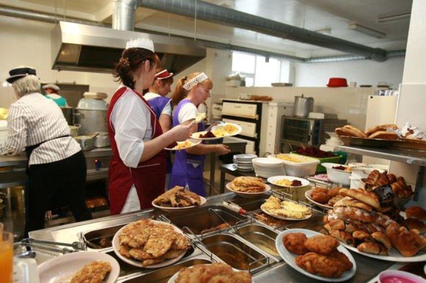 Mokyklų valgyklas itin pamėgo įvairių bendrovių darbuotojai, nes čia galima papietauti vos už kelis litus.