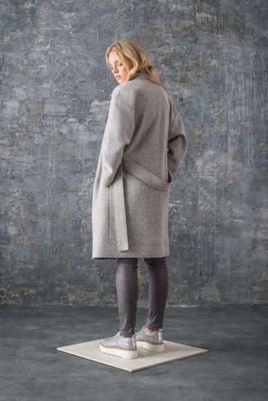 """Mados namų nuotr./""""Bliss by Violeta"""" 2016 m. rudens-žiemos kolekcijos modelis"""