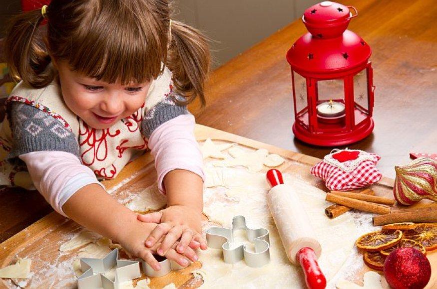 Mergaitė virtuvėje
