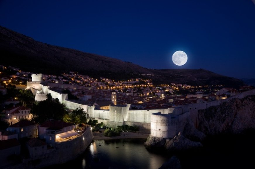 Pilnatis virš Dubrovniko