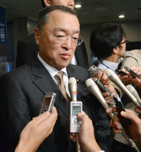Japonijos pramonės ministras Yoichi Miyazawa