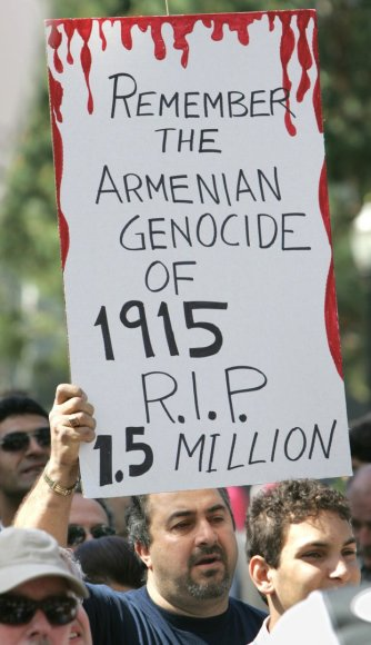 Protestas prie Kalifornijos valstijos valdžios, kuriame reikalaujama pripažinti armėnų genocidą