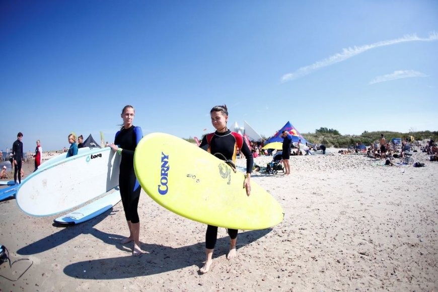 "Preiloje vyksta nemokama banglenčių sporto stovykla ""Surf Camp"""