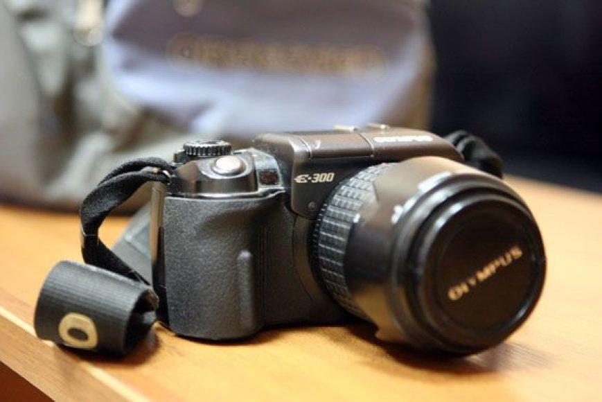 Pareigūnai ieško žmogaus, kuriam priklauso Laisvės alėjoje rasta kuprinė ir fotoaparatas (nuotr.) bei objektyvas