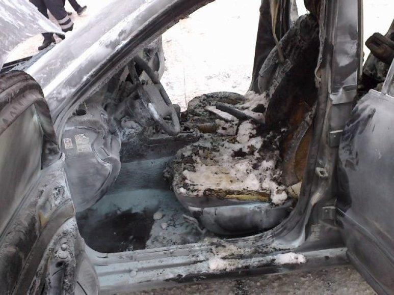 Per gaisro išdegė automobilio vidus.