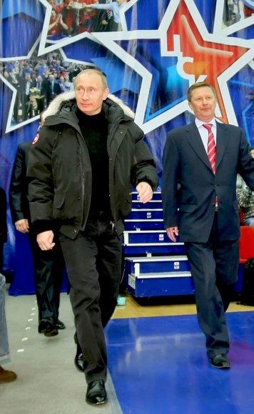 Rusijos prezidentas Vladimiras Putinas ir jo administracijos vadovas Sergejus Ivanovas