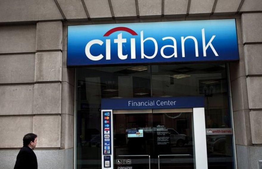 """Sprogimas įvyko prie banko """"Citibank"""" skyriaus."""