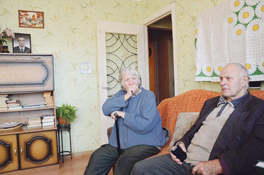 Janina ir Albertas Savickai sugrįžtant iš užsienio savo sūnaus Arūno nebesulaukė – jo palaikai namo buvo pargabenti urnoje
