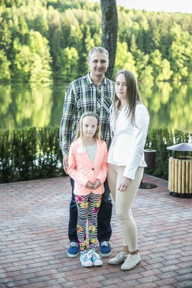 Andrius Šedžius su dukromis Andrėja ir Aleksandra