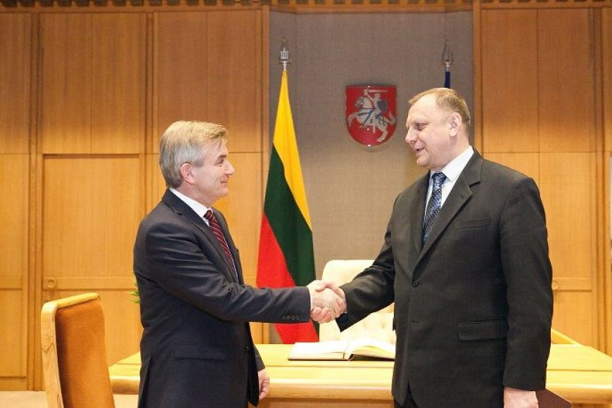 Seimo pirmininkas Viktoras Pranckietis ketvirtadienį susitiko su Baltarusijos ambasadoriumi Aleksandru Koroliu