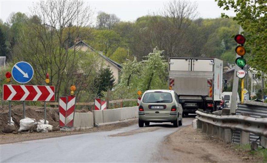 Jau rytoj Jiesios tilto prieigose bus pastatyti eismą draudžiantys ženklai.