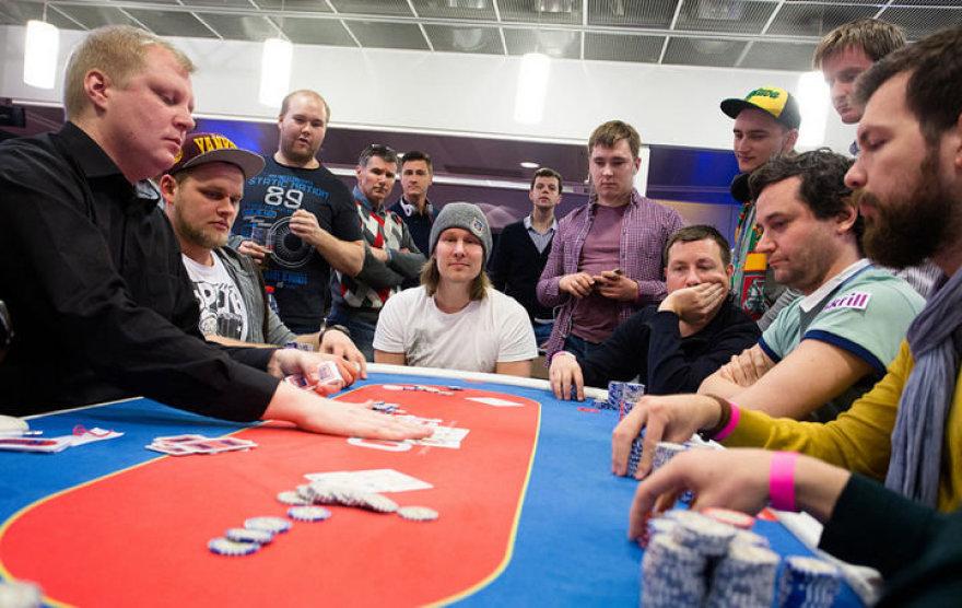 """Pokerio festivalio """"Kings of Tallinn"""" akimirka"""