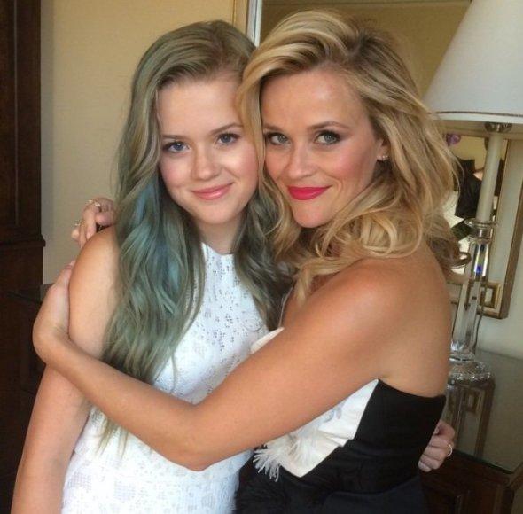Reese Witherspoon su dukra Ava