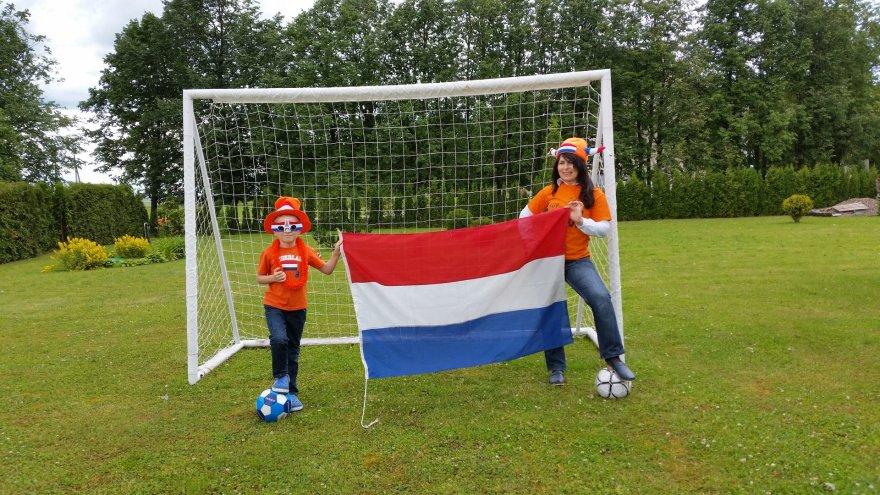 """Konkursas """"Aš – futbolo aistruolis"""". Visa šeima – už Nyderlandus"""