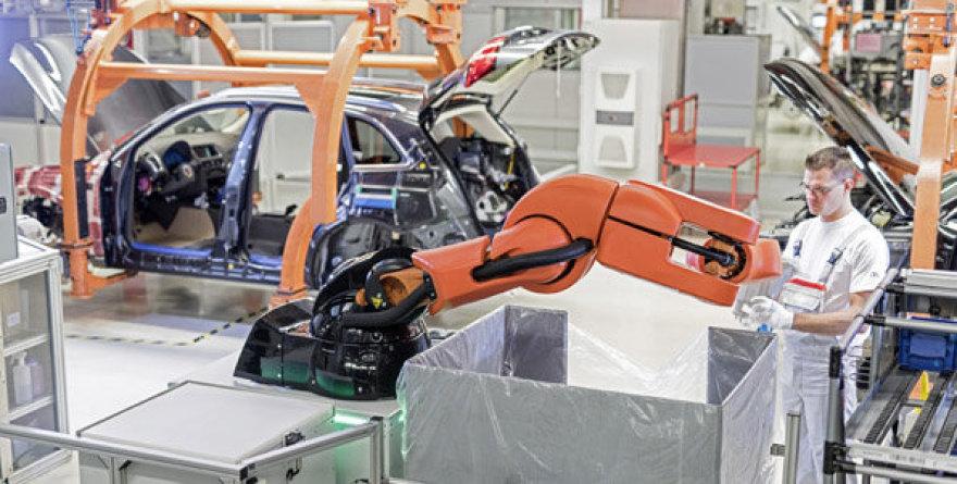 """""""PART4you"""" robotas """"Audi"""" gamykloje"""
