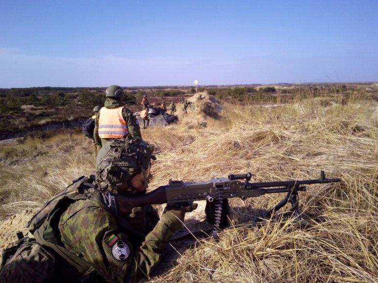 Lietuvos kariai treniravosi atlikti gynybos veiksmus NATO greito reagavimo pratybose