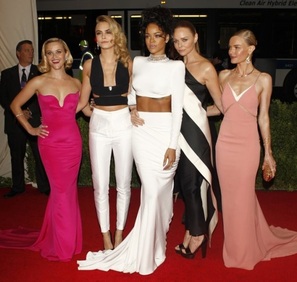 Reese Witherspoon, Cara Delevigne, Rihanna, Stella McCartney ir Kate Bosworth