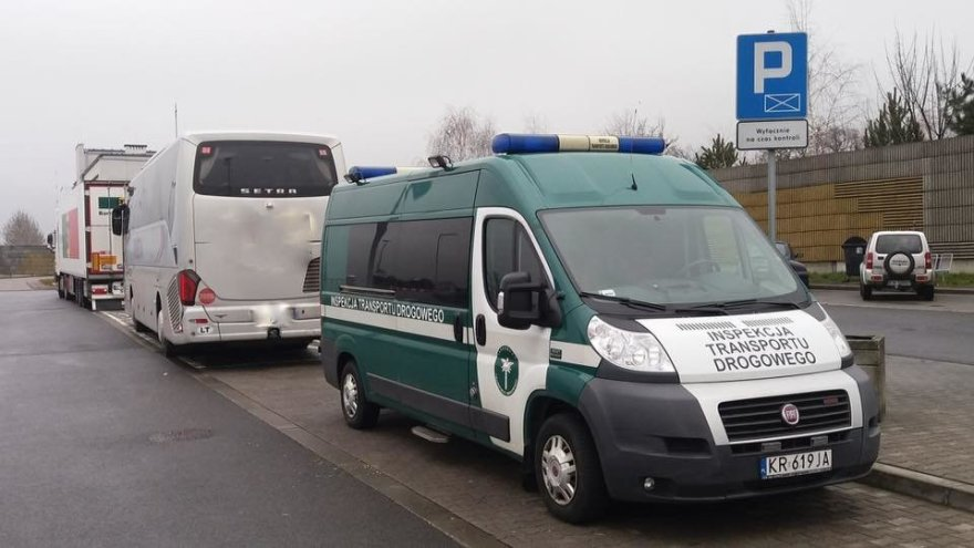 """""""Inspekcja Transportu Drogowego"""" nuotr./Lietuvių autobusas Lenkijoje"""