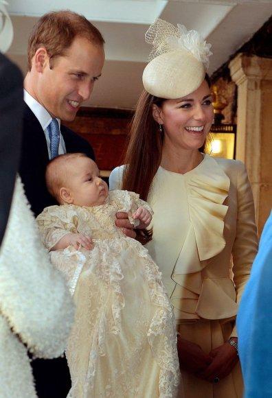 Princas Williamas ir Kembridžo hercogienė Catherine per sūnaus George'o krikštynas