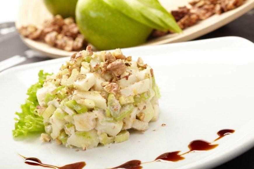 Salierų ir obuolių salotos