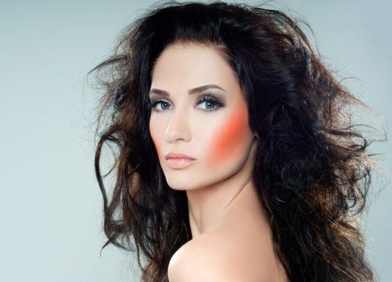 Kaip kovoti su besielektrinančiais plaukais?