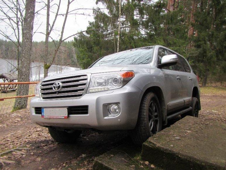 """Sučiuptas lietuvis su vogta """"Toyota Land Cruiser"""""""