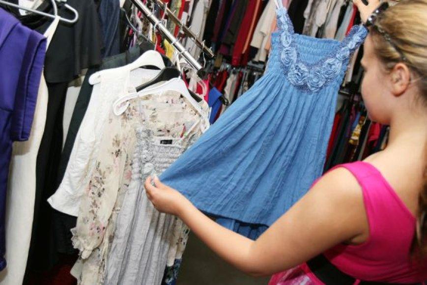 Išleistuvių suknelė nebūtinai turi kainuoti kelis šimtus litų