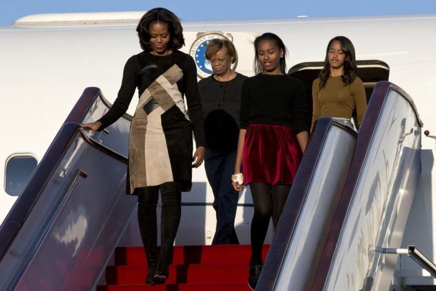 Michelle Obama su dukterimis atvyko į Kiniją