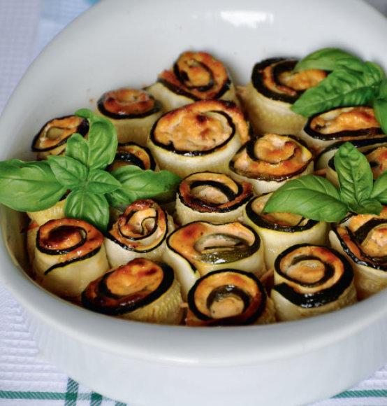 Cukinijų suktinukai su varške ir džiovintais pomidorais