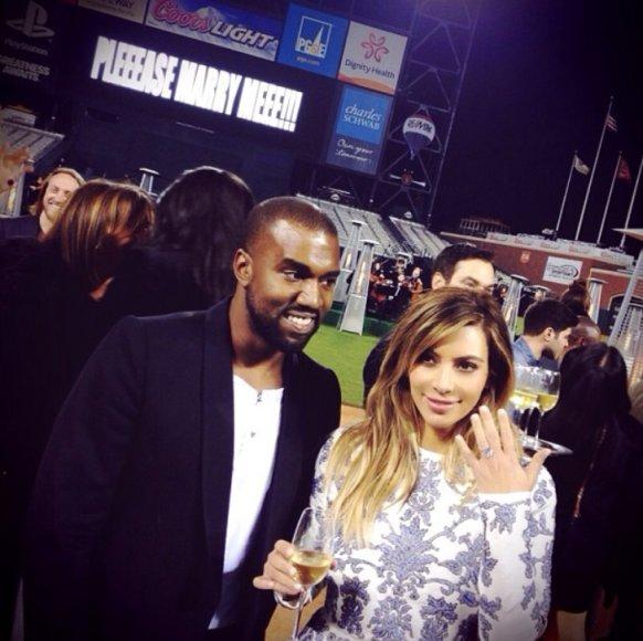 Kanye Westas ir Kim Kardashian per sužadėtuves