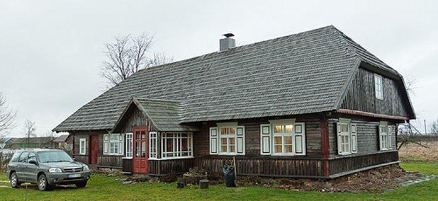 Danguolės ir Rimanto Letukų restauruotas etnografinis namas Erlėnų kaime.