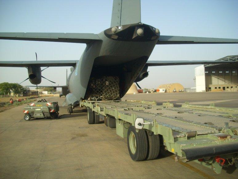 Lietuvos karinio orlaivio įgula Afrikoje