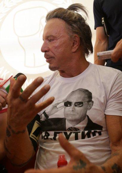 Aktorius Mickey Rourke Maskvoje garbino Rusijos prezidentą Vladimirą Putiną