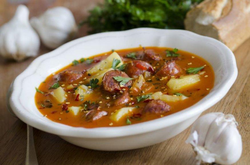 Bulvių sriuba su dešrelėmis