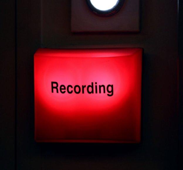 Raudonas radijo mygtukas