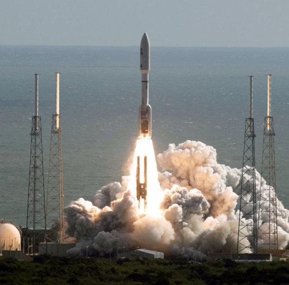 """Į kosmosą marsaeigį 2011 m. iškėlusi """"Atlas 5"""" raketa naudojo toksišką raketinį kurą - hidraziną"""