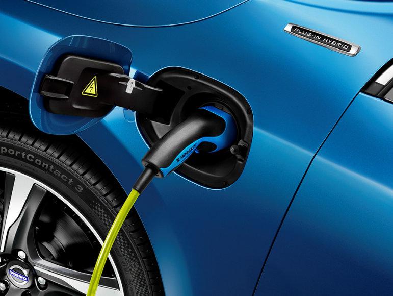 """""""Volvo V60 Plug-in Hybrid"""" su """"R Design"""" apdaila"""