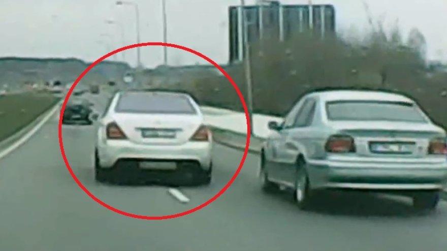Mercedes blokuoja BMW